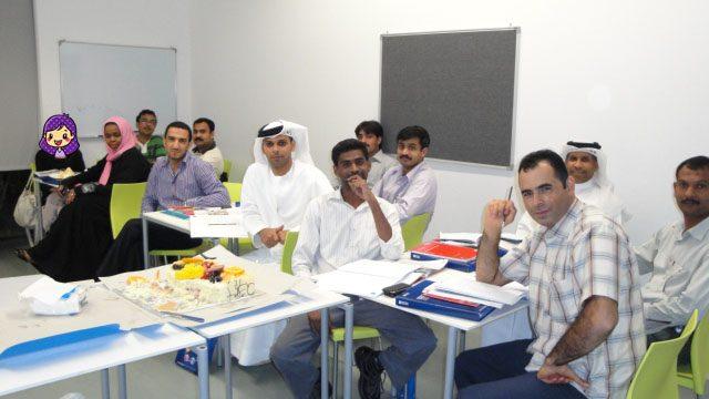 中東の英会話スクールの教室でクラスメートと一緒に撮った写真